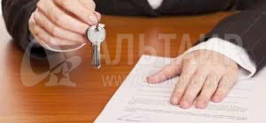 Законодательством не предусмотрено сохранение права пользования жильем за лицом, котраое хоть и правомерно вселилось в дом, но на время рассмотрения дела перестало быть членом семьи собственника