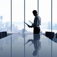Кінцевий бенефіціарний власник (контролер)- фізична особа, яка незалежно від формального володіння має можливість здійснювати вирішальний вплив на управління або господарську діяльність юридичної особи безпосередньо або через інших осіб.